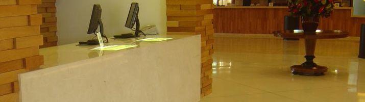 Balcões e pisos em mármore e granito